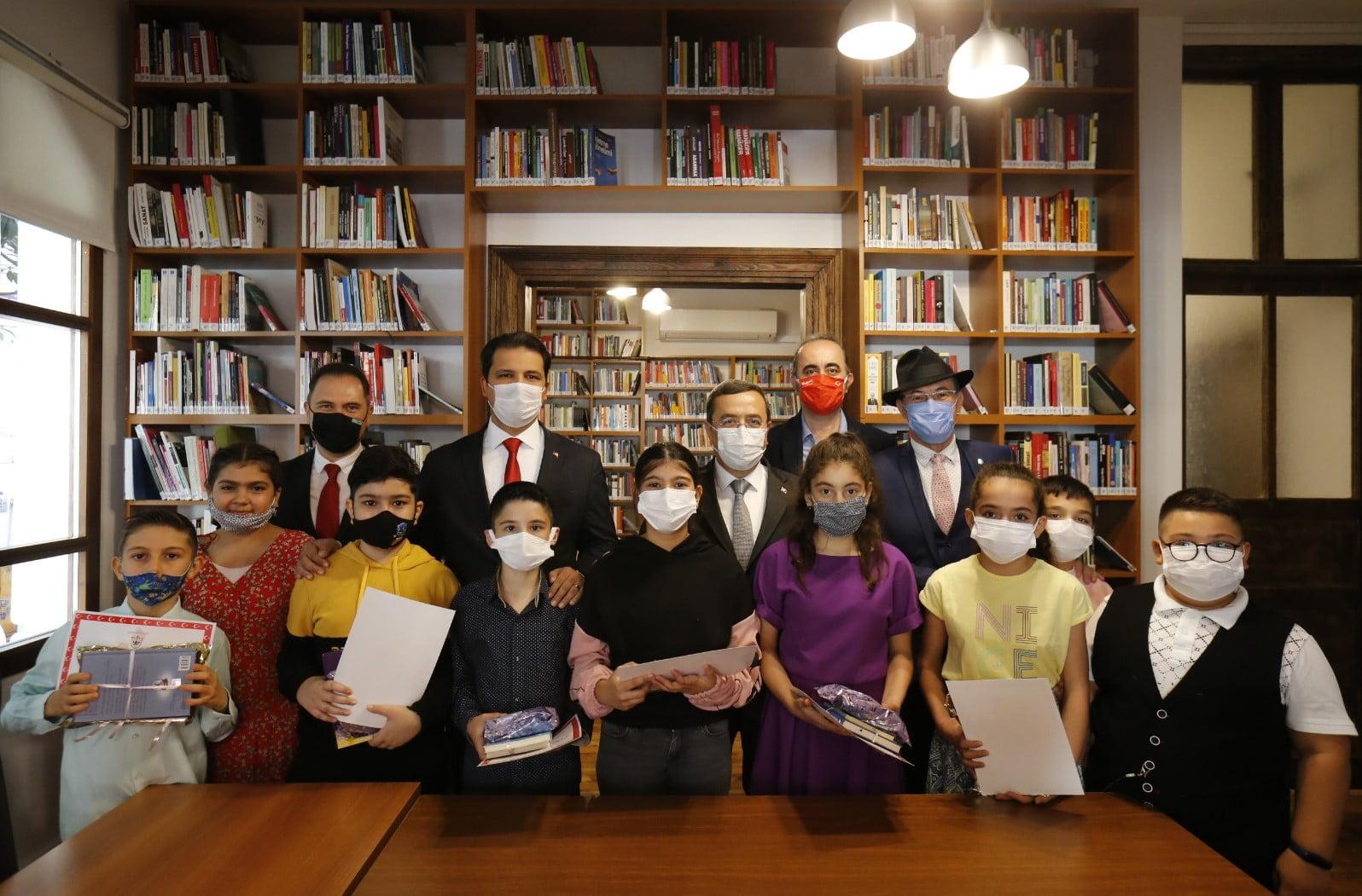 İzmir'de 724 Hizmet Veren Milli Kütüphane Açıldı-3-
