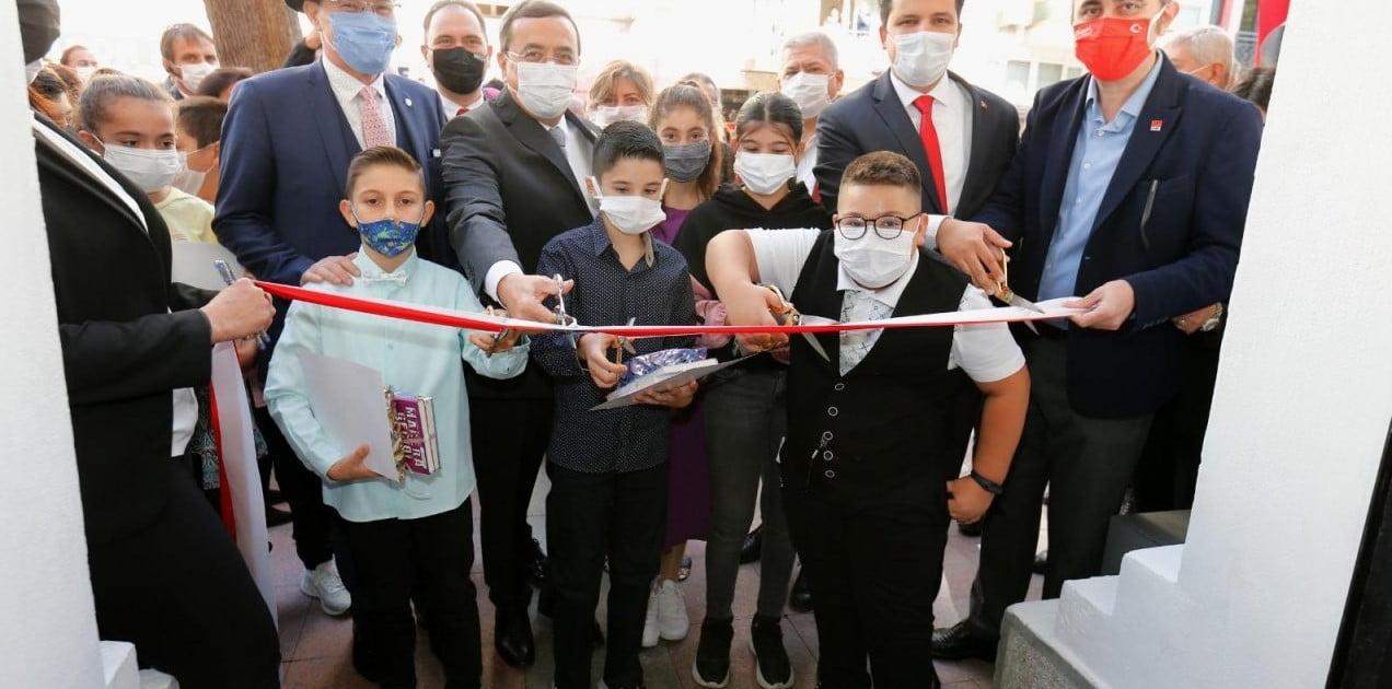 İzmir'de 724 Hizmet Veren Milli Kütüphane Açıldı